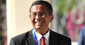 Menteri BUMN Dahlan Iskan menuju ruang pembukaan Summit Opening Session dalam rangka APEC CEO Summit 2013 di BICC, Nusa Dua, Bali, Minggu (6/10).