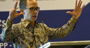 """Kepala Badan Koordinasi Penanaman Modal (BKPM) Mahendra Siregar menyampaikan pandangan pada  kegiatan paparan """"Market Sounding of Indonesia's Infrastructure Projects"""" disela  APEC CEO Summit 2013 di DICC Nusa Dua, Bali"""