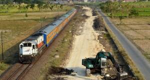 Direktorat Jenderal Perkeretaapian tengah membangun jalur ganda KA Madiun-Solo (Jateng) yang pengerjaannya dimulai tahun ini