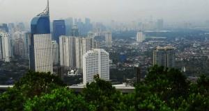 Suasana gedung bertingkat di Jakarta, Minggu (13/10).