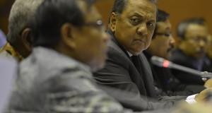 Menperin M.S. Hidayat mengikuti rapat kerja dengan Komisi VI DPR di Kompleks Parlemen, Senayan, Jakarta, Senin (21/10).
