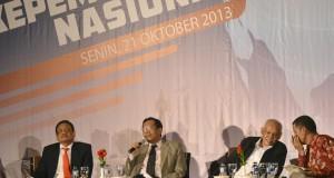 Pengamat politik Sukardi Rinakit (kiri) bersama mantan Ketua Mahkamah Konstitusi (MK) Mahfud MD (kedua kiri), Guru Besar UIN Syarif Hidayatullah Jakarta Azyumardi Azra (kedua kanan) dan pakar hukum tatanegara Saldi Isra (kanan) menjadi pembicara dalam semi