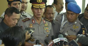 Kapolri terpilih Komjen Pol. Sutarman menjawab sejumlah pertanyaan wartawan usai mengikuti Sidang Paripurna DPR di Kompleks Parlemen, Senayan, Jakarta, Selasa (22/10).