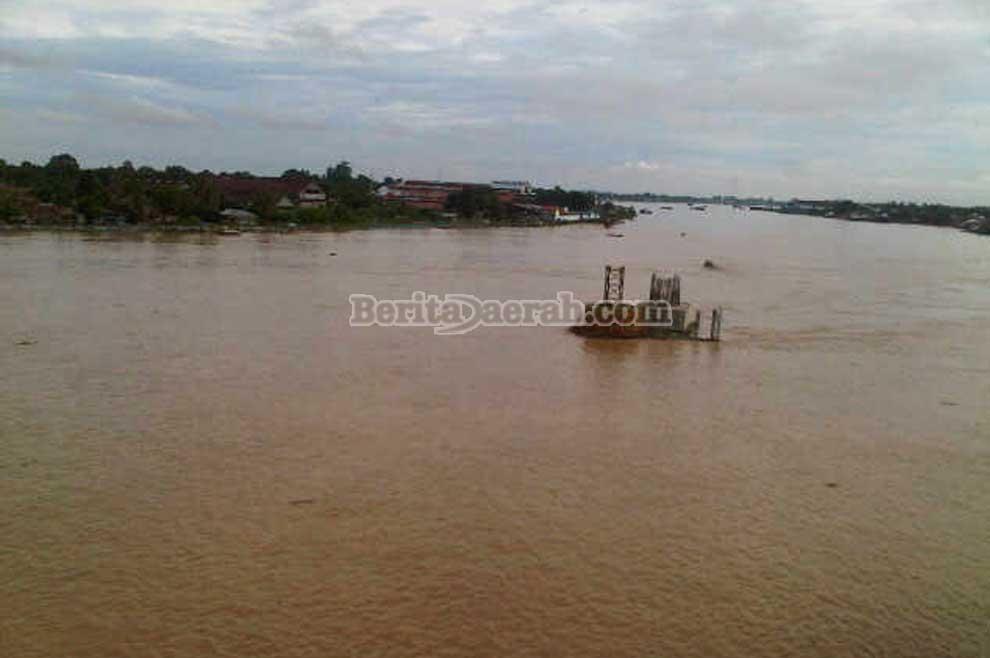 Sungai batanghari dikenal juga sebagai sungai hari airnya keruh