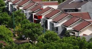 Suasana perumahan di Manado, Sulawesi Utara, Senin (13/1