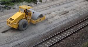 Direktorat Jenderal Kereta Api tengah membangun jalur ganda KA Madiun-Solo (Jateng) yang pengerjaannya dimulai tahun ini, dan saat ini di wilayah Madiun sampai pada proses pemadatan lahan bantalan.