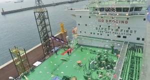 Kapal Pertamina Gas 2 usai peresmian penamaan kapal pengangkut LPG terbesar di dunia tersebut di Galangan Kapal Hyundai Heavy Industries, Ulsan, Korsel, Rabu (23/4)