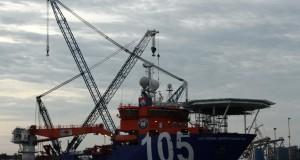 Kapal pemipaan dalam laut (lay vessel/LV) bersandar di galangan kapal Mc Dermott, Batuampar, Batam, Minggu (15/6). Badan Pengusahaan (BP) Batam