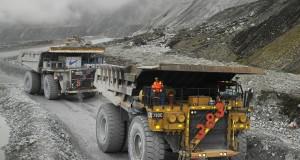 Sejumlah haul truck beroperasi di area Grasberg open pit PT Freeport Indonesia, Tembagapura, Papua, Senin (18/8).