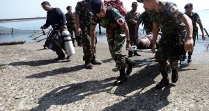 simulasi pertahanan pangkalan di markas Pangkalan Utama TNI AL (Lantamal) VI Makassar