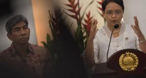 Menteri Luar Negeri Retno L.P. Marsudi (kanan) didampingi Wakil Menlu AM Fachir (kiri) memberikan keterangan pers di Gedung Pancasila, Kementerian Luar Negeri, Pejambon, Jakarta, Rabu (29/10).