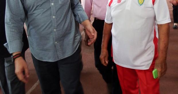 Menteri Pemuda dan Olahraga Imam Nahrawi mencoba salah satu lintasan lari saat berkunjung ke cabang olahraga atletik di Stadion Madya, Gelora Bung Karno, Jakarta, Kamis (30/10).