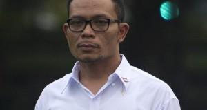 Menteri Tenaga Kerja dan Transmigrasi Hanif Dhakiri diperkenalkan saat pengumuman Kabinet Kerja yang dipimpin Presiden Joko Widodo dan Wapres Jusuf Kalla di Istana Merdeka, Jakarta, Minggu (26/10).