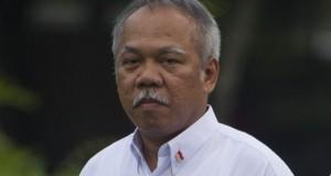Menteri Pekerjaan Umum dan Perumahan Rakyat Basuki Adi Mulyono diperkenalkan saat pengumuman Kabinet Kerja yang dipimpin Presiden Joko Widodo dan Wapres Boediono di Istana Merdeka, Jakarta, Minggu (26/10).