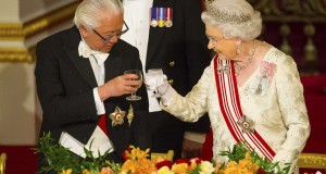President of Singapore Tan and Queen Elizabeth share a toast during a state banquet at Buckingham Palace
