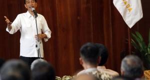 Presiden RI, Joko Widodo saat mengisi kuliah umum di Universitas Gadjah Mada (UGM), Yogyakarta, Selasa (9/12). Pada kuliah umum tersebut, Jokowi juga