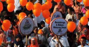 Sejumlah perwakilan dari Kementrian Perikanan dan Kelauatan bersama warga yang berasal dari berbagai organisasi memperingati Hari Gizi Nasional di kawasan Bundaran HI, Jakarta, Minggu (25/1).