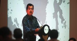 Wapres Jusuf Kalla memaparkan pandangannya ketika menghadiri pertemuan tahunan yang diselenggarakan Otoritas Jasa Keuangan (OJK) di Jakarta, Jumat (16/1)