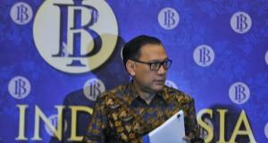 Gubernur BI Agus Martowardojo menyampaikan hasil rapat Dewan Gubernur di Jakarta, Selasa (17/2)