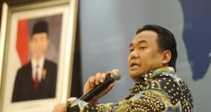 Menteri Perdagangan Rahmat Gobel memberikan keterangan terkait neraca perdagangan Januari 2015 di Kantor Kemendag Jakarta, Selasa (17/2).