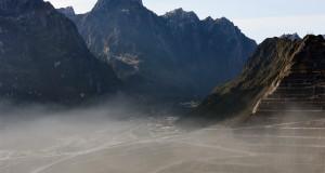Suasana pemandangan Grasberg Mine milik PT. Freeport Indonesia (PTFI ) dari ketinggian 4.285 meter diatas permukaan laut di Tembagapura, Mimika, Timika, Papua,