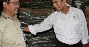 Mentan Amran Sulaiman menginstruksikan agar PT Pupuk Sriwijaya cepat mendistribusikan pupuk bersubsidi untuk para petani yang membutuhkan pupuk pada awal musim tanam agar bisa dipastikan para petani tidak mengalami hambatan saat memulai kembali menanam pad