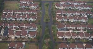 Foto udara sebuah kompleks perumahan di kawasan Tangerang, Banten, Rabu (11/3)