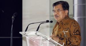 Wakil Presiden Jusuf Kalla menyampaikan pengarahan saat meresmikan Gedung Pascasarjana JK School of Government di Universitas Muhammadiyah Yogyakarta, Bantul, Yogyakarta, Sabtu (7/3)