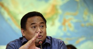 Mendag Rachmat Gobel memberikan keterangan terkait neraca perdagangan Februari di Kantor Kemendag, Jakarta, Selasa (17/3).