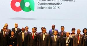 Foto bersama Presiden Jokowi Bersama Delegasi di KAA Jakarta Convention Center 21 April 2015
