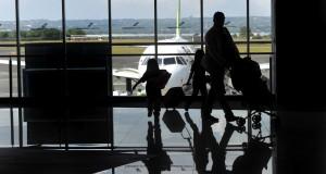 Aktivitas di Bandara Internasional Ngurah Rai, Denpasar, Bali, Minggu (12/4)