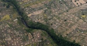 Foto udara lahan pertanian siap tanam di kawasan Lombok, Nusa Tenggara Barat, Minggu (12/4)