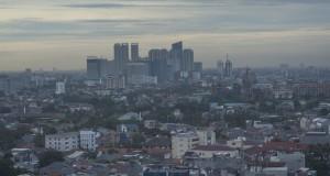 Suasana gedung bertingkat di Jakarta dilihat dari ketinggian, Jakarta, Senin (27/4)