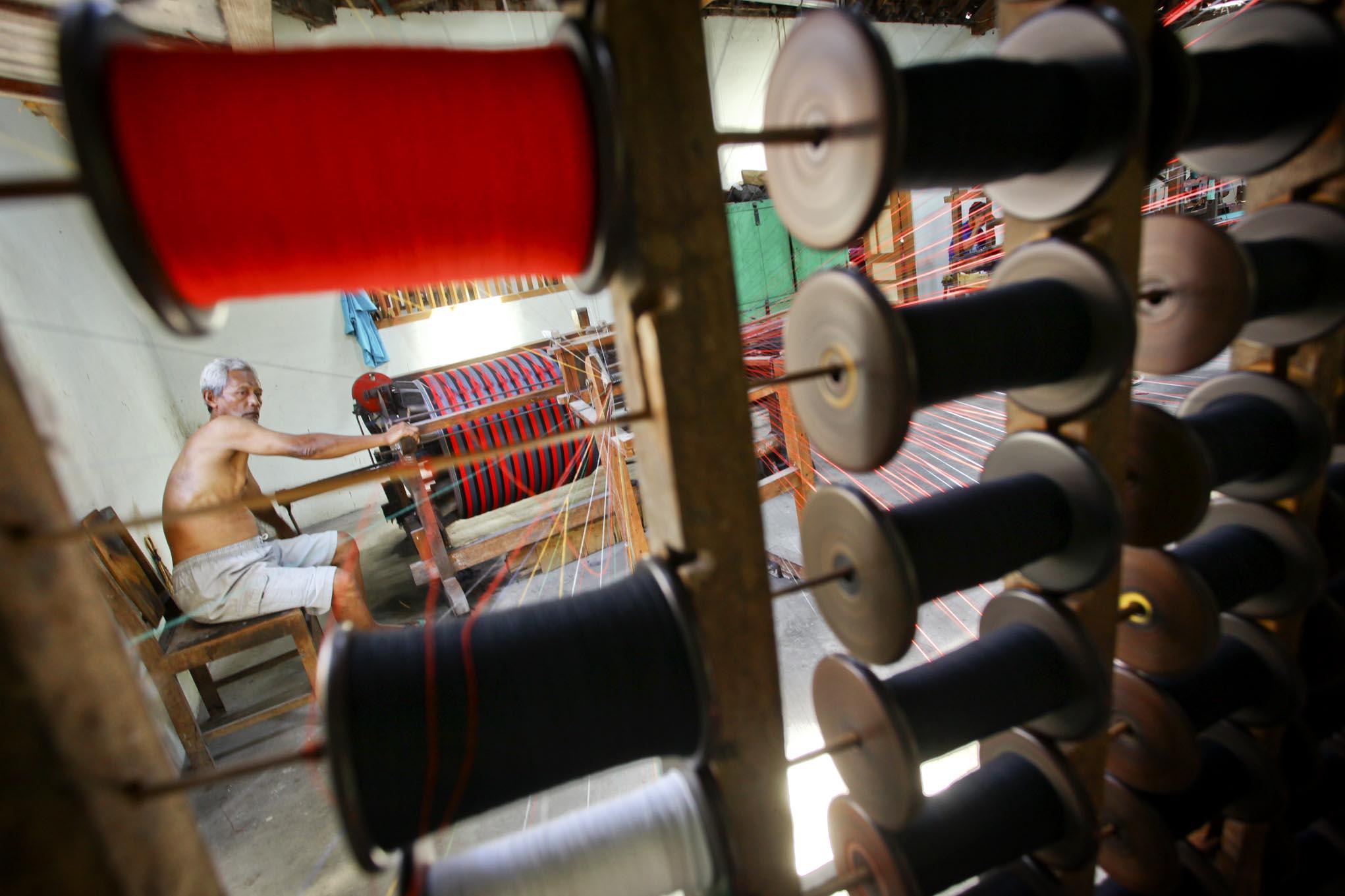 proses pembuatan tenun lurik berita daerah