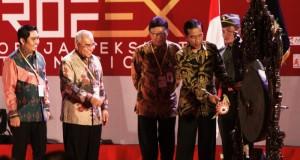 Pemukulan-Gong-Pembukaan-Apkasi-2015-JI-Expo-Kemayoran-13-Mei-2015-700x546