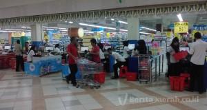 Pengunjung menjelang buka puasa, Pk 15.40 wit, Saga Mall,  Suasana belanja Saga Mall