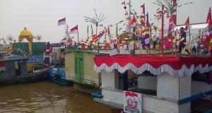 Perahu dalam Karnaval Khatulistiwa berasal dari 24 Provinsi dan Kementerian di sungai Kapuas yang akan dilepas Presiden Joko Widodo