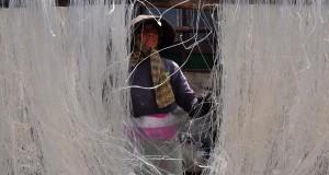 Seorang pekerja menjemur bihun di Manjung, Klaten, Jawa Tengah, Jumat (31/7). Pelaku usaha tersebut memproduksi bihun berbahan dasar tepung pati aren sebanyak 280 kg per hari. Bihun tersebut dipasarkan dengan harga Rp12.000 per kg ke sejumlah daerah di Jawa Tengah dan Jawa Timur. ANTARA FOTO/ Aloysius Jarot Nugroho/ed/kye/15