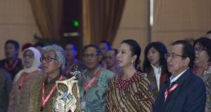 Menteri BUMN Rini Soemarno (kedua kanan) didampingi Dirut Pertamina Dwi Soetjipto (kiri) dan Komisaris Utama Pertamina Tandri Abeng (kanan) menghadiri Chief Financial Officer (CFO) BUMN Forum di Kantor Pusat Pertamina, Jakarta, Selasa (22/9). Forum tersebut bertujuan untuk memperkuat sinergi untuk menghadapi volatilitas mata uang yang tinggi seperti saat ini. ANTARA FOTO/Rosa Panggabean/kye/15.
