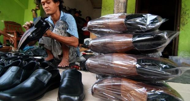 PERUSAHAAN SPORT T2  Peningkatan Biaya Produksi Industri Sepatu 69088357dd
