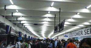 ramainya penumpang di bandara