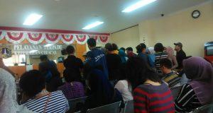 Pelayanan e-KTP pada pelayanan terpadu kelurahan Ciracas, Jakarta Timur (Beritadaerah)