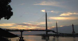 Jembatan sungai Gentala Arasy di kota Jambi