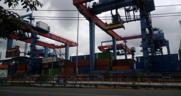 Pelabuhan peti kemas Pontianak di Jalan Pak Kasih