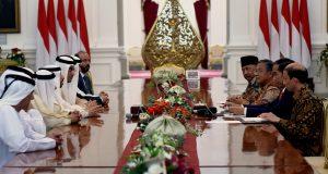 Presiden Jokowi menerima delegasi Pemerintah UEA yang dipimpin oleh Menteri Energi, di Istana Merdeka, Jakarta, Kamis (18/5). (Foto: Setkab)