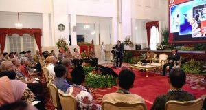 Presiden Jokowi menyampaikan arahan tentang dana desa pada Rakornas Pengawasan Intern Pemerintah 2017, di Istana Negara, Jakarta, Kamis (18/5). (Foto: Setkab)