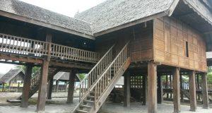 rumah adat mamuju